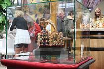 Na Výstavišti v Lysé nad Labem jsou k vidění květiny, módní trendy, ale také císařská koruna.