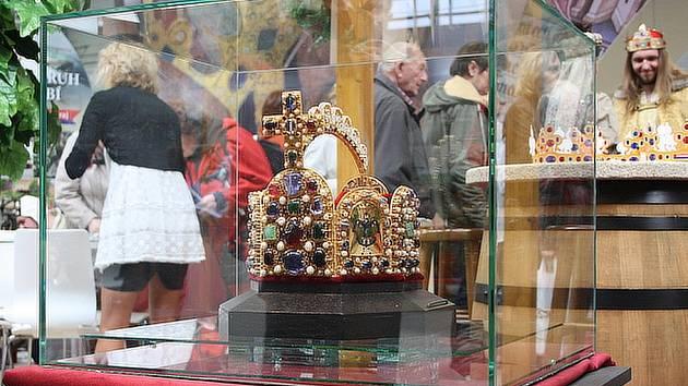 V Lyse Nad Labem Byla Vystavena Replika Cisarske Koruny Prazsky Denik