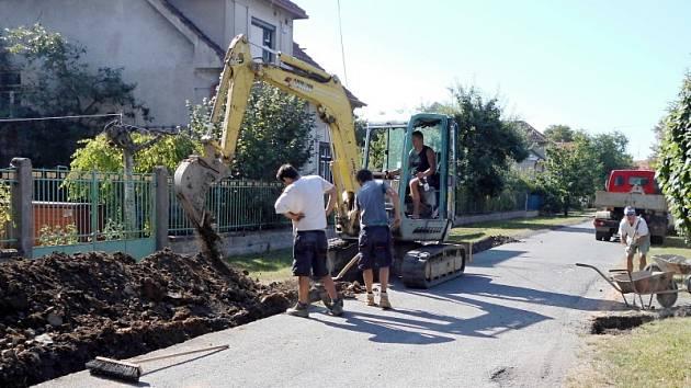 Výkopové práce začaly v pondělí v ulici Svatopluka Čecha