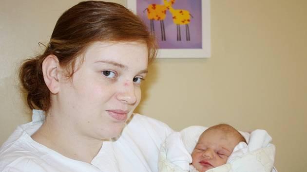 AGÁTKA JE PRVOROZENÁ NYMBURAČKA. Agáta Piroutková přišla na svět ve středu 16. ledna 2013 ve 22.57 hodin s mírami 49 cm a 2 980 g. Rodiče Kristýna a Martin se na holčičku předem těšili a odvezli si ji domů do Nymburka.