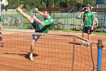 DO PLAY OFF VYKROČILI PORÁŽKOU. Nohejbalisté Spartaku Čelákovice nestačili na Karlovy Vary a prohráli na jejich kurtech celkem jednoznačně 1:5