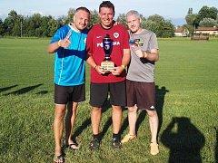 Vítězný tým Sešlost nohejbalového turnaje ve Všechlapech - Jaroslav Daněk, Jan Černý a Karel Horáček.