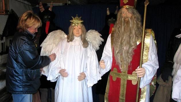 V přerovském skanzenu se připravuje tradiční vánoční výstava zachytující starobylé zvyky a obyčeje v čase adventu. Výstava je doplněna mnoha starými lidovými betlémy.
