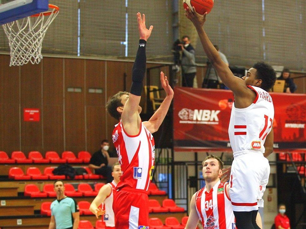 Z basketbalového utkání Kooperativa NBL Nymburk - Pardubice