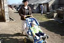 Nikola s malým bráškou Matesem si přivezli v této sedčce domů funkční granát