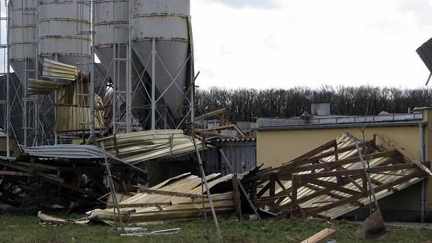Městecké drůbežárny poničila v březnu vichřice