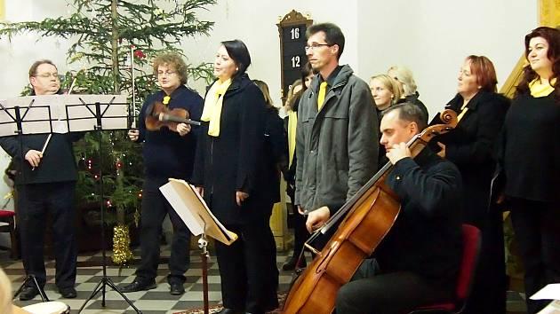 Vánoční koncert sledoval zaplněný kostel ve Velenicích.
