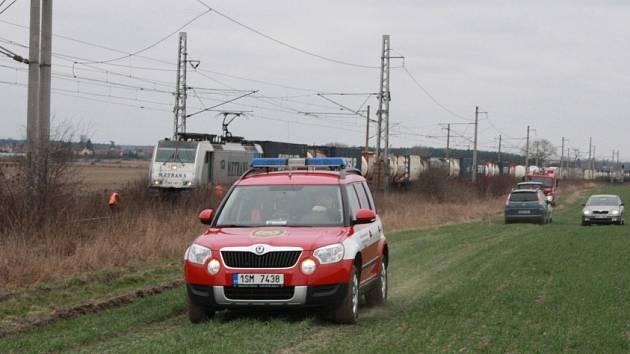 Neznámý muž skončil pod koly nákladního vlaku u Ostré.