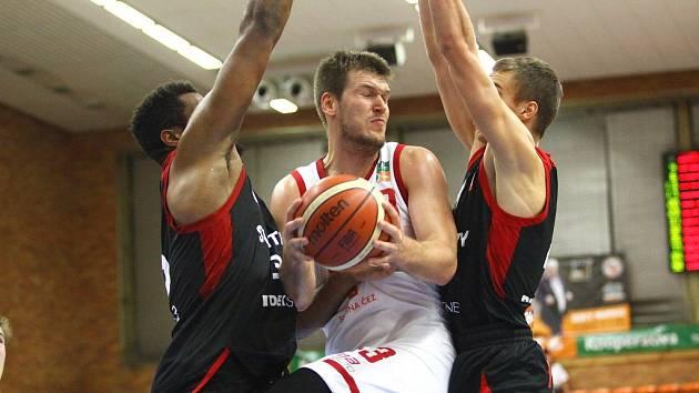 Z basketbalového utkání Kooperativa NBL Nymburk - Svitavy (98:76)