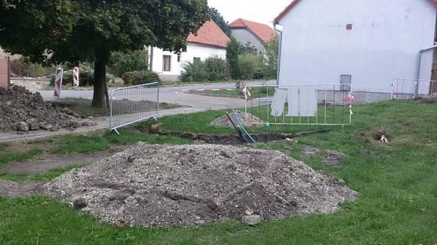 Výstavba kanalizace v Milčicích
