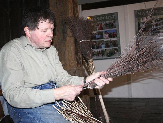 V přerovském skanzenu přivítali jaro výstavou Jaro na vsi a lidovými řemesly.