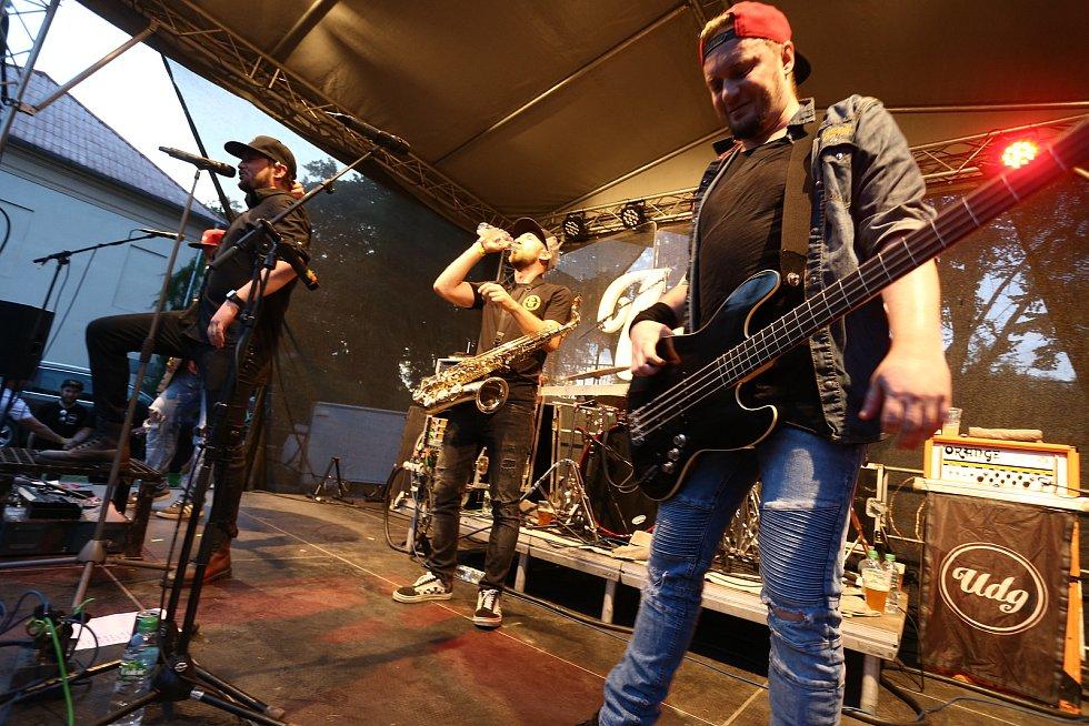 Koncert kapely UDG v Kostomlatech na Nymbursku.