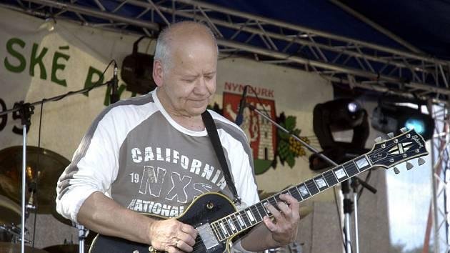 Vynikající kytarista Radim Hladík se svým Blue Effectem znamenali vrchol hudební části programu.