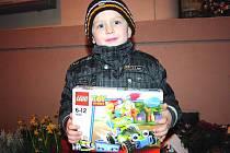 Jakub Podkonický z Lysé nad Labem se svou cenou, stavebnicí LEGO.