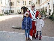 Na loučeňském zámku vítá děti sám král.