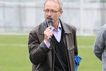 MILAN KAIPR, předseda fotbalového klubu Bohemia Poděbrady, při úvodním  proslovu u příležitosti otevření zbrusu nového hřiště s umělou trávou