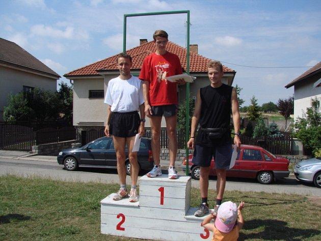 První místo si při běhu v Kounicích vybojoval mladoboleslavský Jiří Miler, za ním doběhl Jiří Wallensfels z Prahy a třetí byl další Pražák, Daniel Kupidlovský.