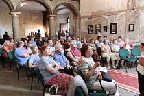 Výstava Neprakta - Jak ho neznáte je k vidění v kapli do 22. června.