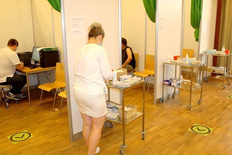 V nymburském Obecním domě na Očkovacím maratonu.