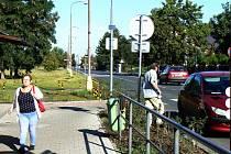 V tomto místě naváže nový chodník na podchod u nádraží.