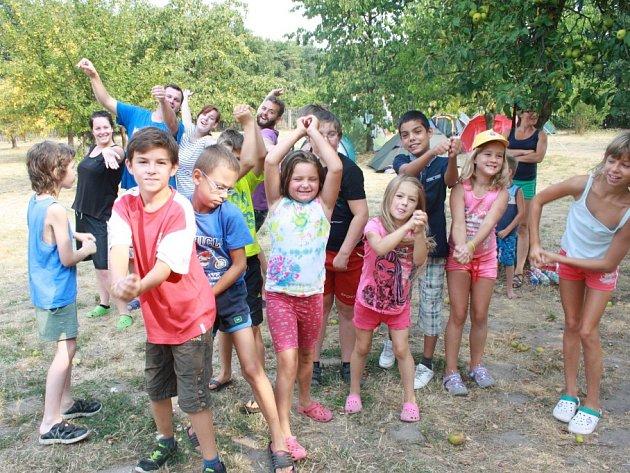 Pod pirátskou vlajkou plují děti na integračním táboře v Jizbicích