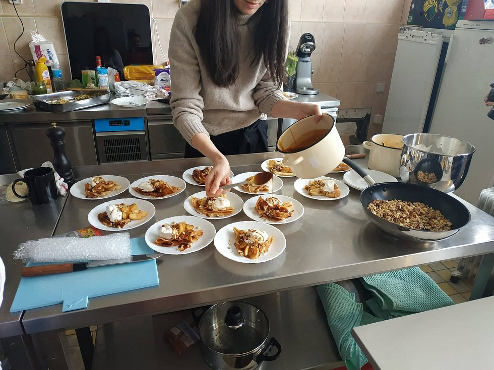 První komunitní kuchyň v České republice, kterou v březnu otevřela ve Zdibech Potravinová banka pro Prahu a Středočeský kraj, své aktivity utěšeně rozvíjí.
