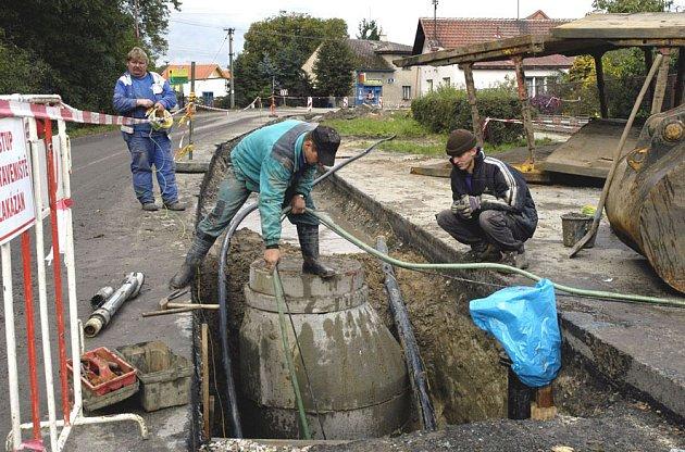 Na problematickou kanalizaci chce město slevu.