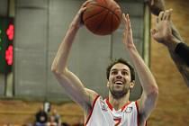 Z basketbalového utkání VTB ligy Nymburk - VEF Riga (84:90)