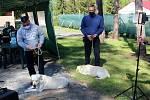 Dvojice psů, která má za sebou základní výcvik od jiřických vězňů.