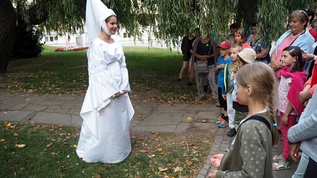 Lázeňským městem bude provázet Bílá paní každý pátek.