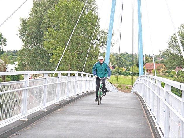 Most pro cyklisty, který byl otevřen v Čelákovicích před dvěma lety.