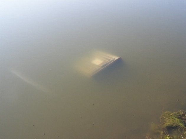 Ukradený transformátor se objevil v jezeře mezi Sokolčí a Ratenicemi