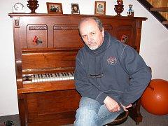 Kapelník skupiny Bacily a skladatel Jan Neckář