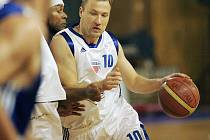 Z basketbalového utkání Poděbrady - Prostějov 90:83.