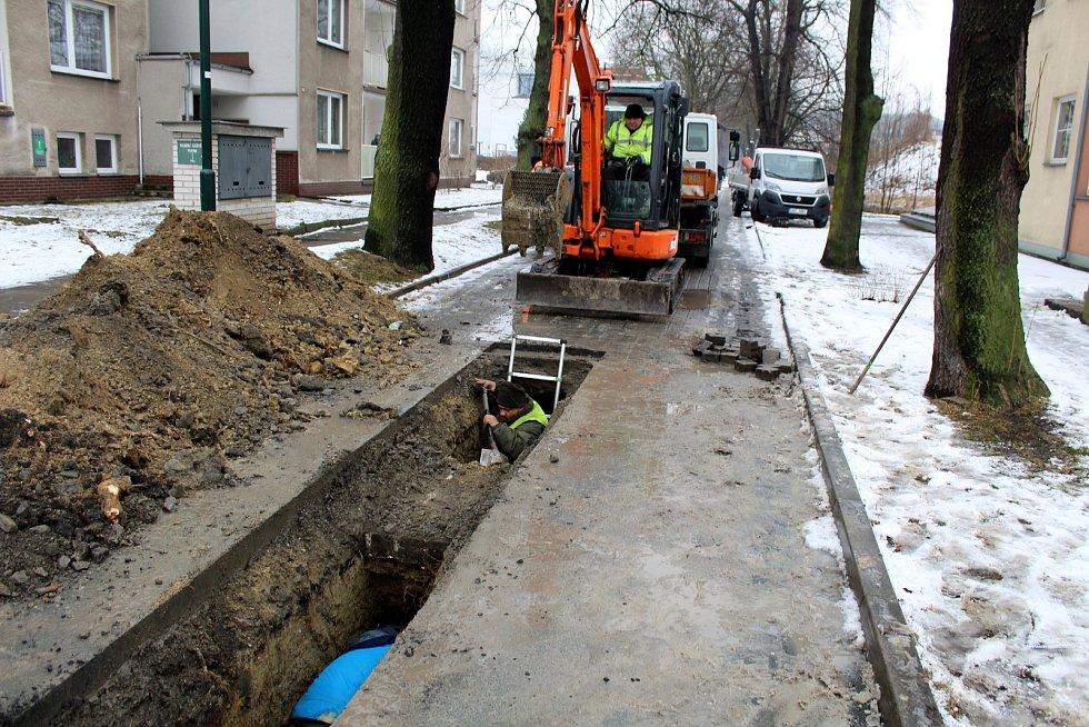Dělníci rozkopali Zámečnickou ulici.