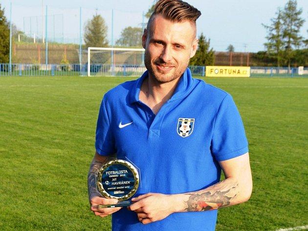 Fotbalistou okresu 2016 je brankář Jiří Havránek, který si trofej vysloužil v dresu Ostré.