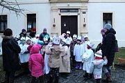 Tříkráloví koledníci prošli s kasičkou Lysou nad Labem.
