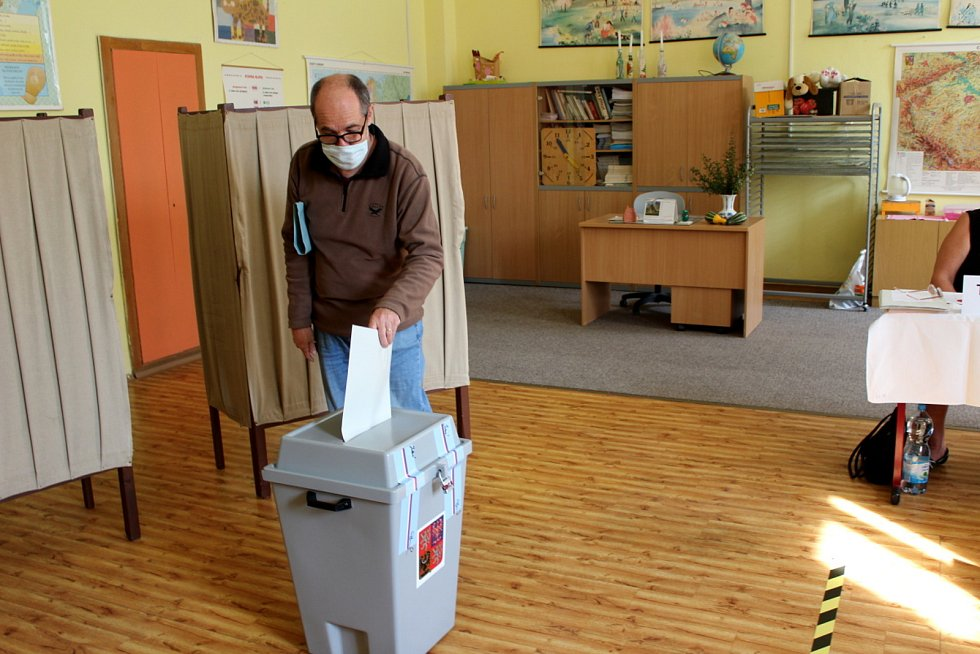 Z hlasování v Nymburce.