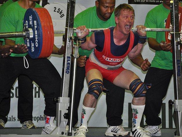 Takto vytvořil nymburský silový trojbojař Karel Ruso na mistrovství světa v Jihoafrické republice nový evropský rekord ve dřepu