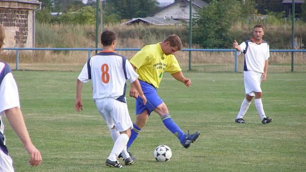 Z fotbalového derby I.B třídy Sadská - Sokoleč (2:4)