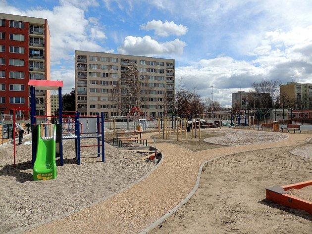 Hřiště pro starší děti by mělo být otevřené za několik týdnů.