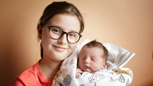 Jan Friedl, Nymburk se narodil 2. dubna 2019 v 13.21 hodin, vážil 3 340g a měřil 49 cm. Rodiče Lucie a Pavel mají z chlapečka radost společně s Adélkou (10 let).