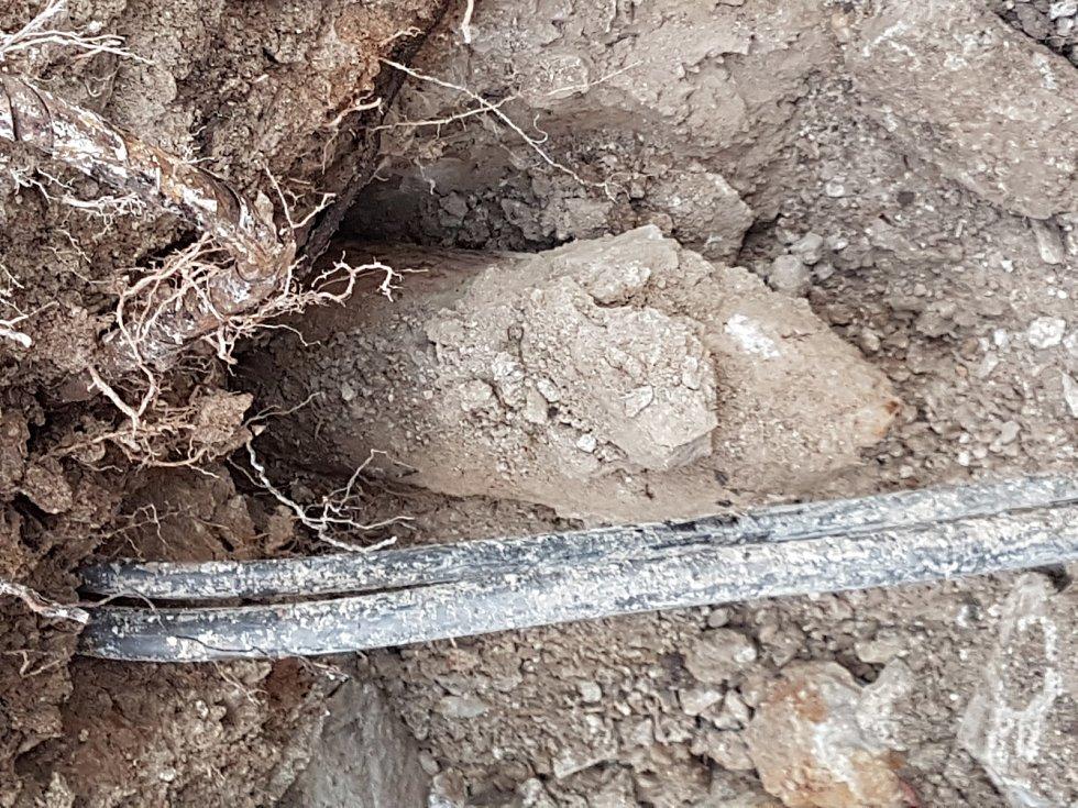 V Milovicích byla nalezena letecká puma.
