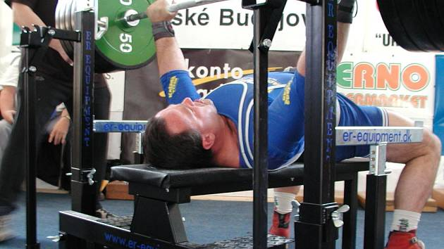 Nymburskýsilový trojbojař Zbyněk Krejča může být po šampionátu spokojen. Pokořil totiž český rekord.