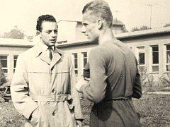 LEGENDA. Trenér Petr Elbogen (ve světlém) spolu se svým tehdejším svěřencem Luďkem Bohmanem.
