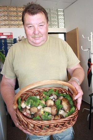 První houbařský úlovek má za sebou Jiří Stránský zNymburka.