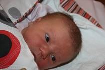 MALÁ SLEČNA KRISTÝNKA. Kristýna JIRÁNKOVÁ se narodila 29. listopadu 2015 osm minut po sedmé ráno. Holčička s mírami 3 440 g  a 48 cm je zatím prvním miminkem mámy  Lucie a táty Dušana z Lysé nad Labem. Z Kristýnky se radují nejen oni, ale i prarodiče.