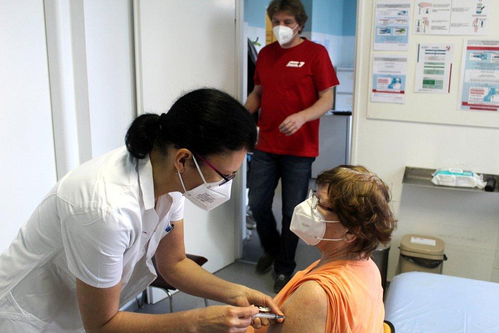 Očkovací centrum při nemocnici v Městci Králové.