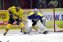 Hokejový gólman Tomáš Fikrt se poprvé postavil do nymburské branky v utkání s Benešovem