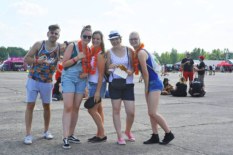 Z festivalu Votvírák v areálu bývalého letiště Boží Dar v Milovicích, pátek 15. června 2018.